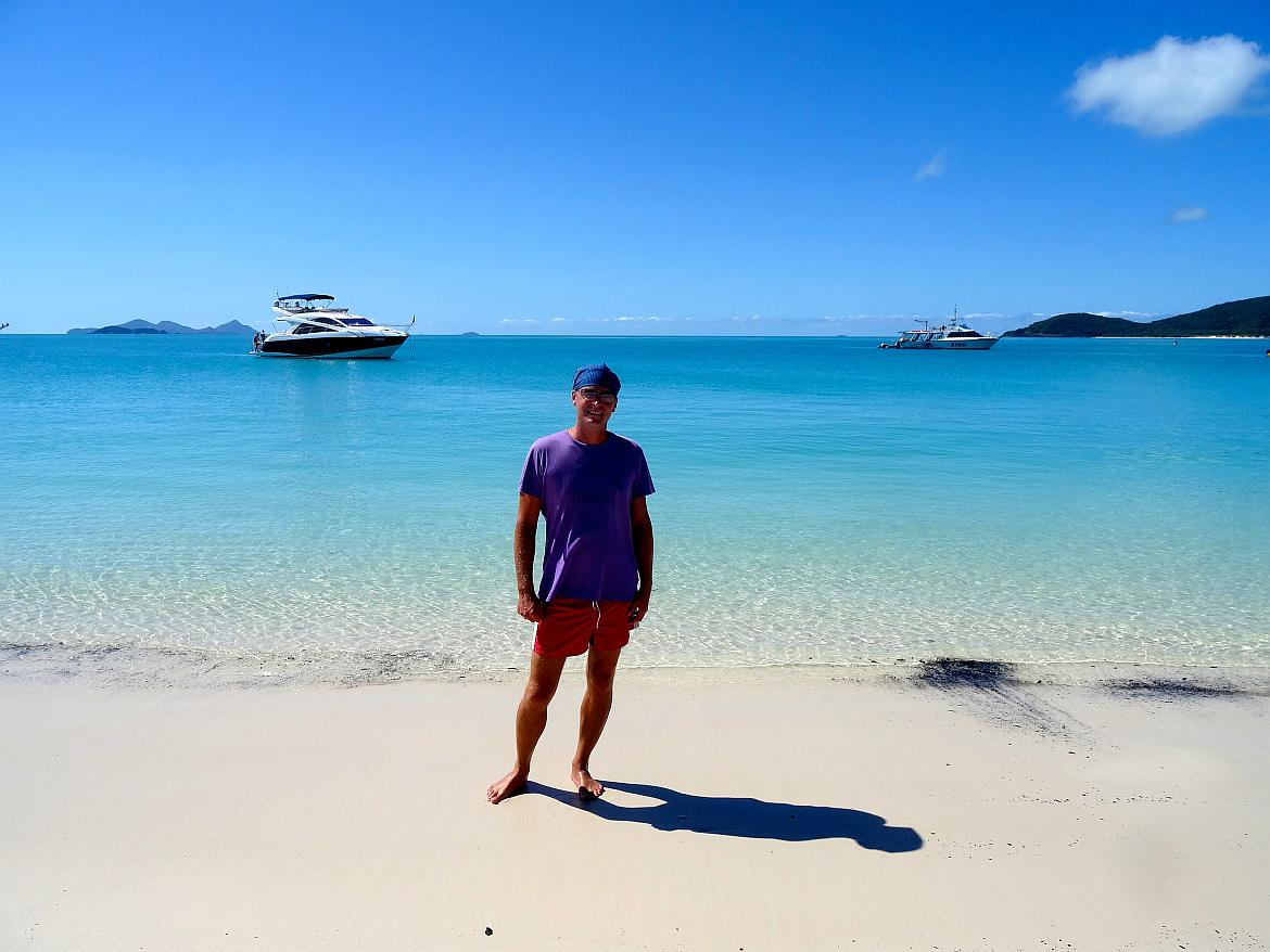 FLASHPACKER | Henning auf den Whitsundays in Australien am Strand