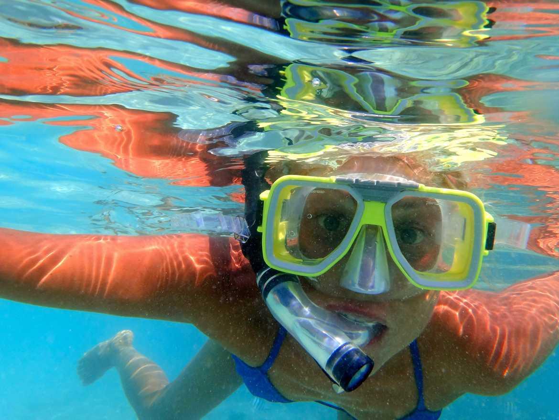 FLASHPACKER | Unterwasseraufnahme von Karin auf Perhentian Besar beim Schnorcheln