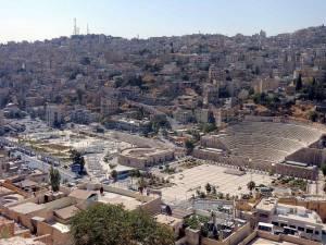 Sehenswürdigkeiten & interessante Orte | Amphitheater und Stadtbild von Amman fotografiert vom Zitadellenhügel