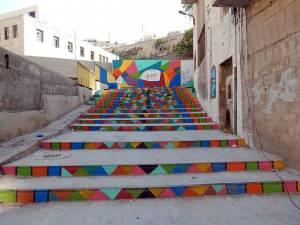 Jordanien | Weg zur Zitadelle in Amman. Bunte Steintreppen führen auf den Hügel