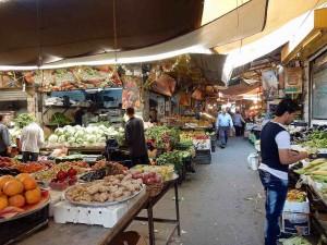 Sehenswürdigkeiten & interessante Orte | Golden Souk, der bekannteste Markt in Amman. Verkaufsstände wie Obst, Gemüse, Fleisch und Süssigkeiten