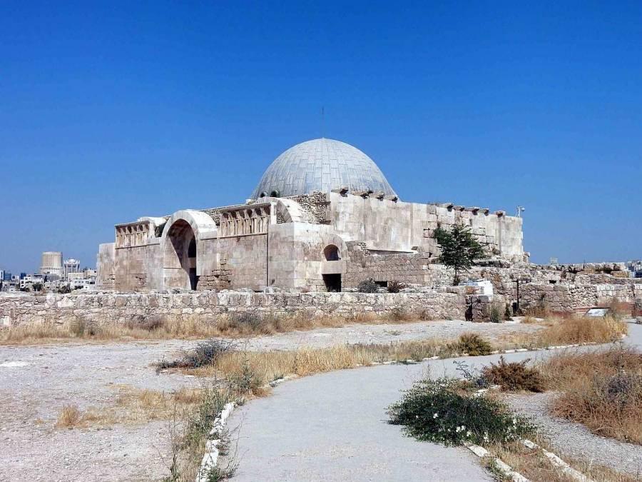 Jordanien | Zitadelle in Amman. Viereckiger Steinbau mit runder Kuppel auf einem Hügel