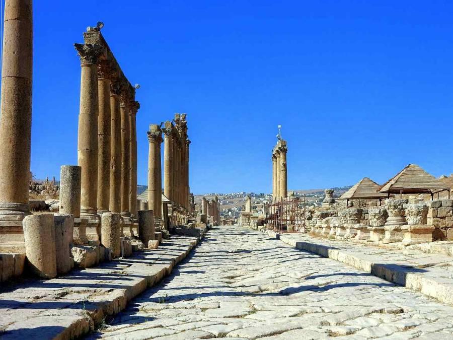 Jordanien | Ruinen und Säulen eines Tempels in Jerash