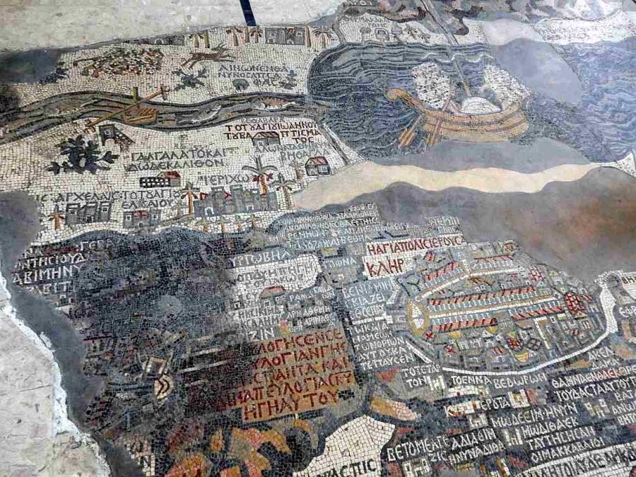Jordanien | Mosaikkarte in der St. Georgs Kirche in Madaba. Kleine Mosaiksteine bilden auf dem Boden der Kirche die Geschichte von Jesus ab