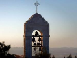 Sehenswürdigkeiten & interessante Orte | Glockenturm der St. Georgs Kirche in Madaba bei Sonennuntergang