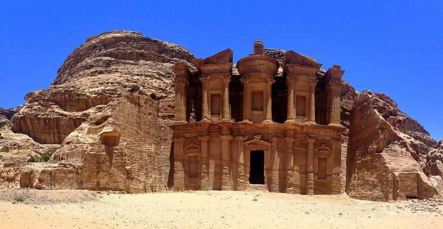 Jordanien | Das Kloster Ad Deir im Weltwunder Petra Jordanien bei strahlend blauem Himmel