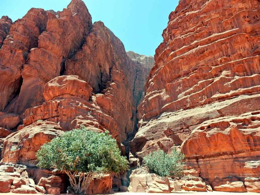 Jordanien | Khazali Schlucht im Wadi Rum. Felsspalte in roter Steinformation