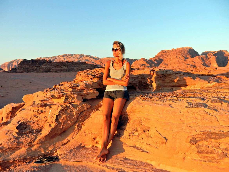jordanien wadi rum sonnenuntergang karin flashpacker travelguide. Black Bedroom Furniture Sets. Home Design Ideas
