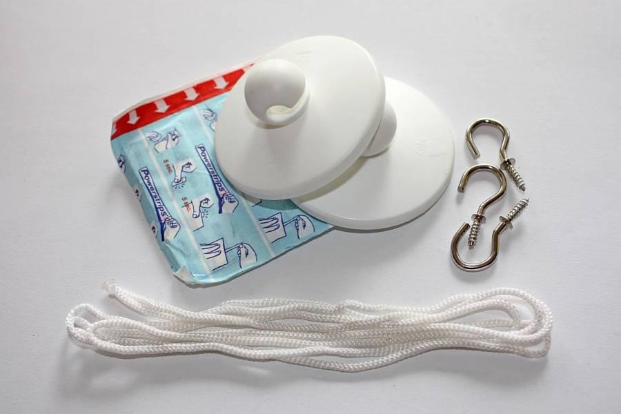 Mückenschutz | Schnur, Haken und Powerstrips als Hilfsmittel zum Aufhängen vom Moskitonetz
