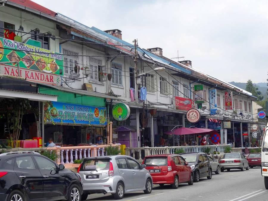 Malaysia | Die Hauptstraße mit Restaurants und Shops in Tanah Rata, Cameron Highlands