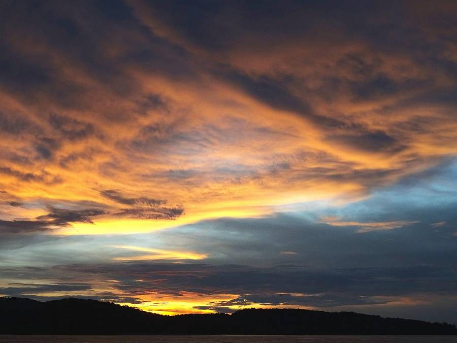 Malaysia | Sonnenuntergang am Srand auf Langkawi mit blau, rosa, gelben Farben