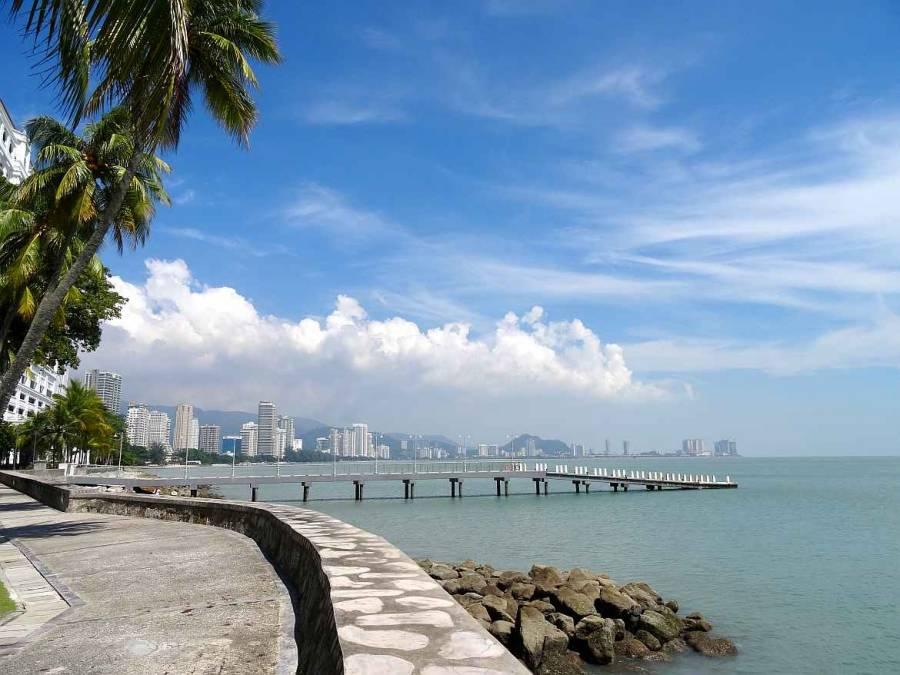 Malaysia | Blick auf die Promenade, die in George Town, Penang entlang des Wassers