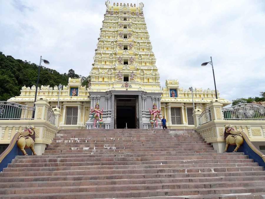Malaysia | George Town, Penang Blick auf die Steintreppen und den Eingang zu einem Tempel