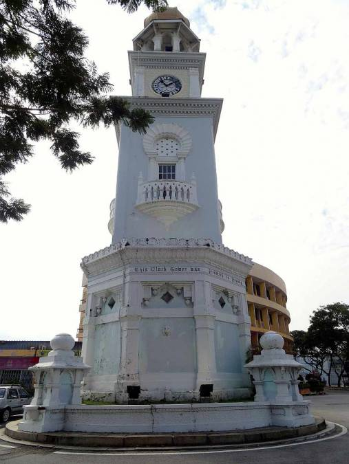 Malaysia | Nahaufnahme des Uhrturms in Georg Town auf Penang