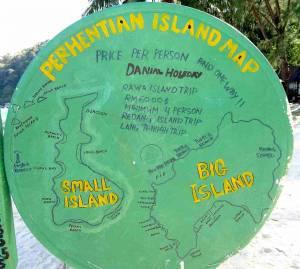 Malaysia | Perhentia Ialands handgezeichnete Karte der beiden Inseln inklusive den Namen der Strände