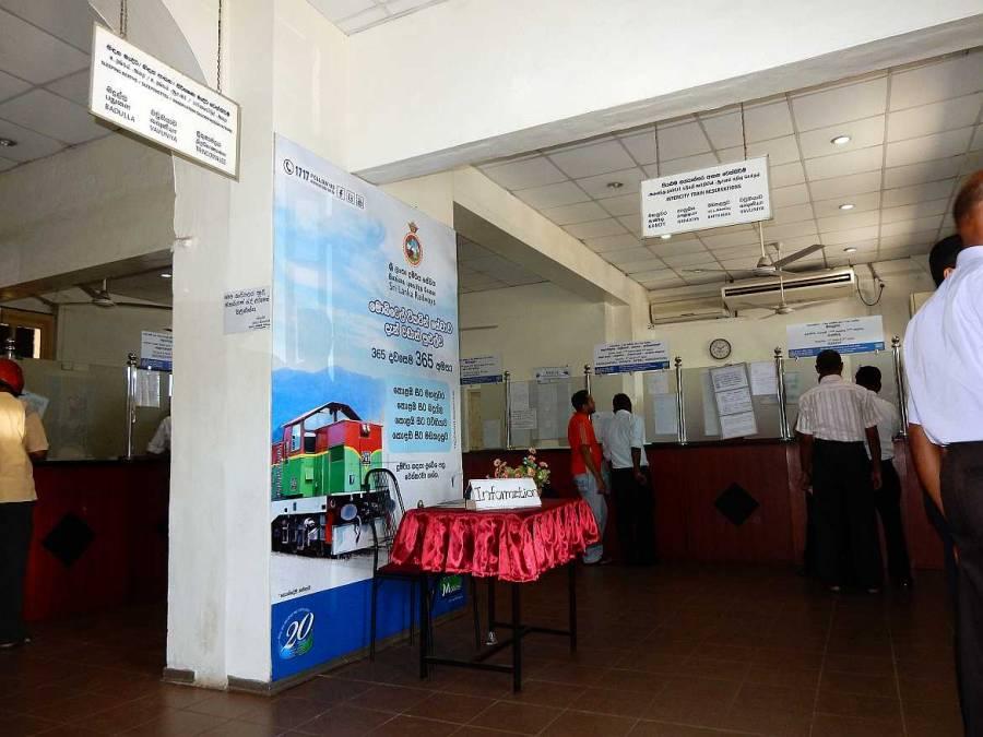 Sri Lanka |Bahnhof in Colombo Fort. Schalter 17 von Innen. Hier werden Zug-Tickets nach Kandy oder Galle verkauft