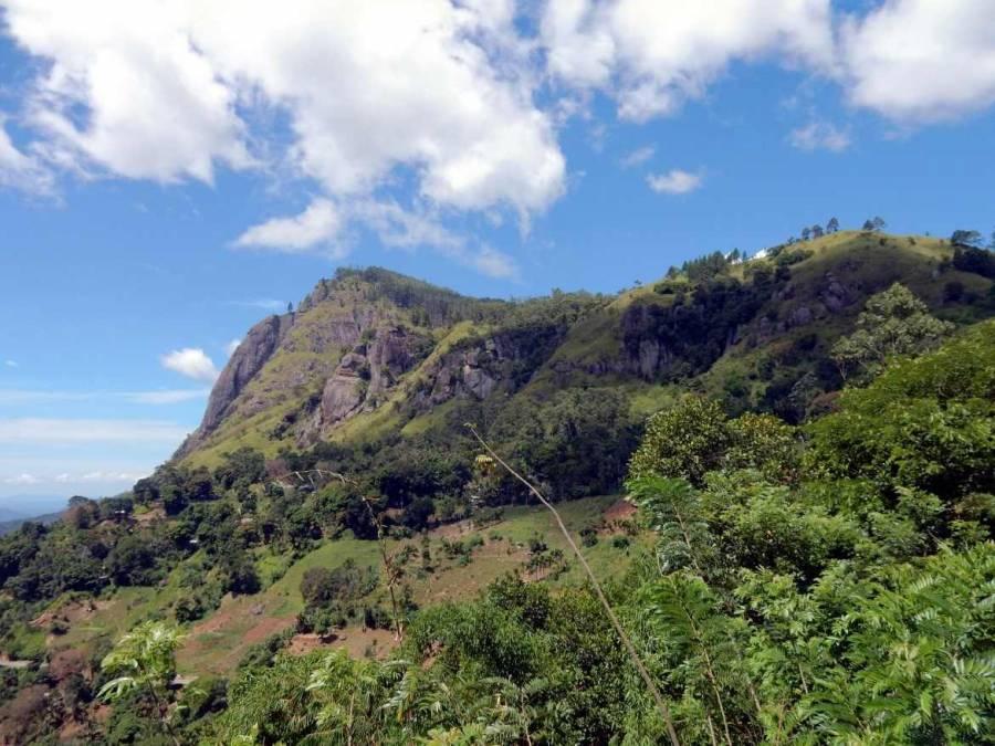Sri Lanka   Panorama auf den felsigen Gipfel des Ella Rock in der Nähe von Ella