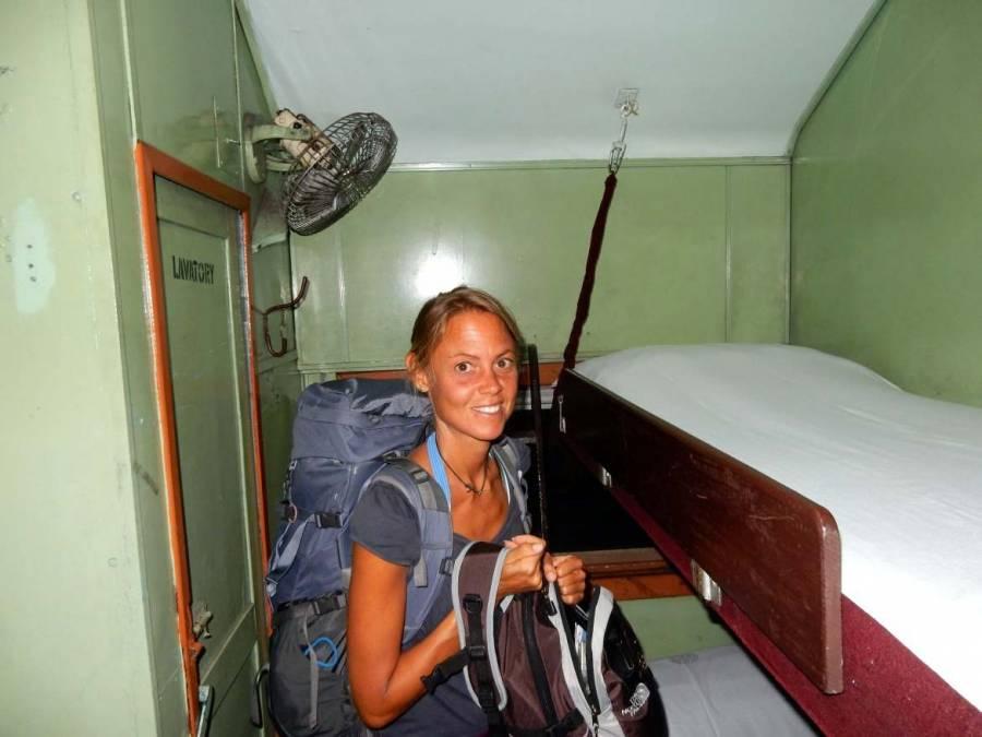 Sri Lanka | Das giftgrüne Abteil mit Etagenbetten des uralten Nachtzugs von Trincomalee nach Colombo