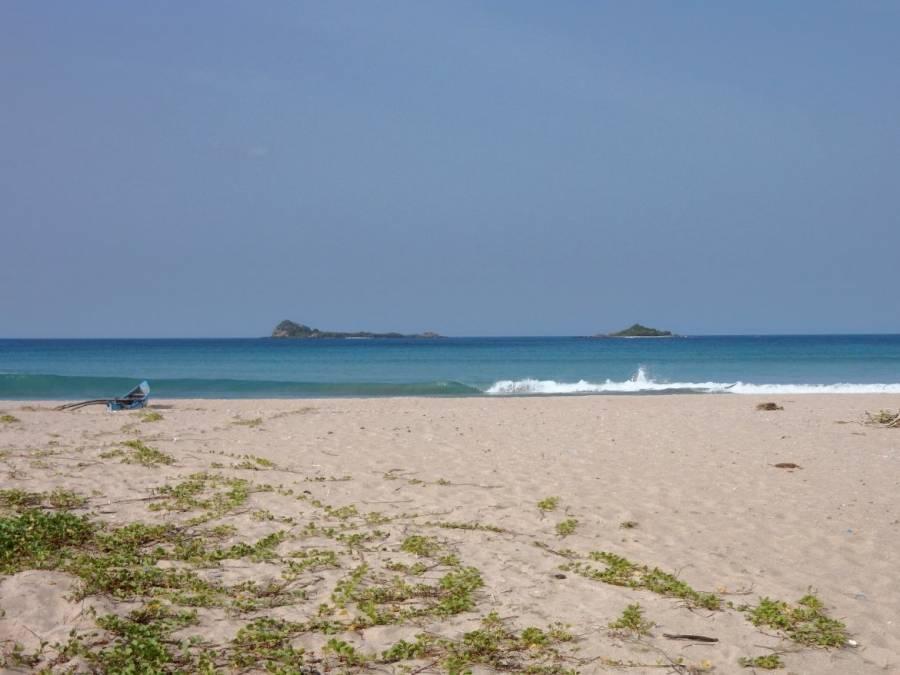 Sri Lanka | Blick vom gelben Nilaveli Beach mit Pigeon Island am Horizont