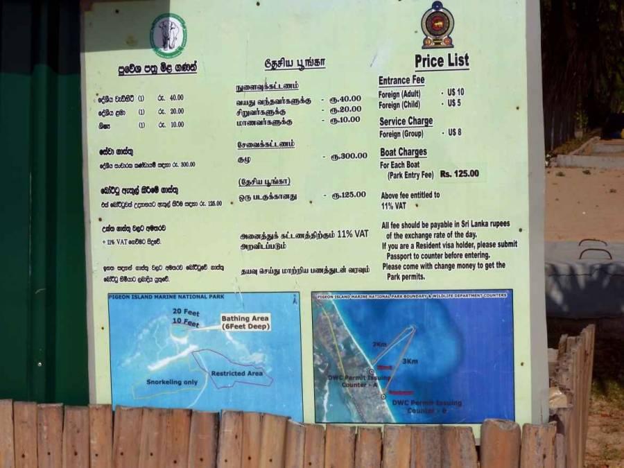 Sri Lanka | EIn grünes Preisschild mit den EIntrittspreisen in den Preise Pigeon Island Nationalpark. Für so häufig sind die Preise für Touristen um ein Vielfaches höher