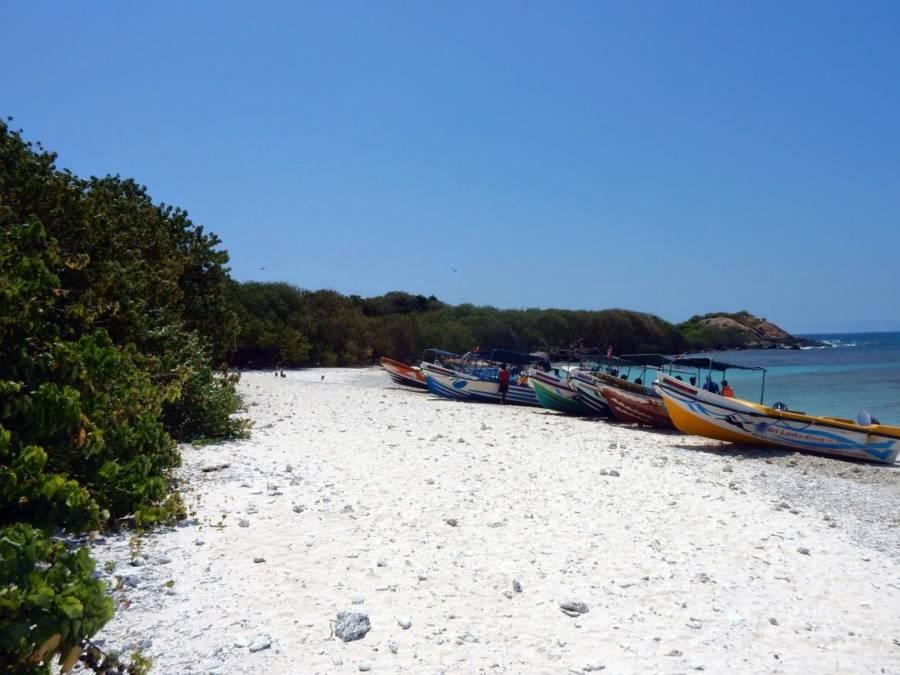 Sri Lanka | Der Traumstrand von Pigeon Island mit zahlreichen Booten der Touranbieter