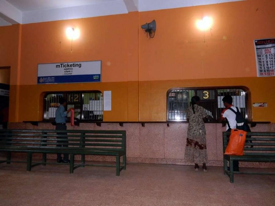 Sri Lanka | Ticketschalter am Bahnhof in Trincomalee