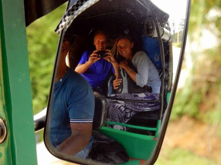 Sri Lanka | Karin und Henning auf einer entspannten Fahrt mit dem Tuk Tuk von Tissa nach Mirrissa