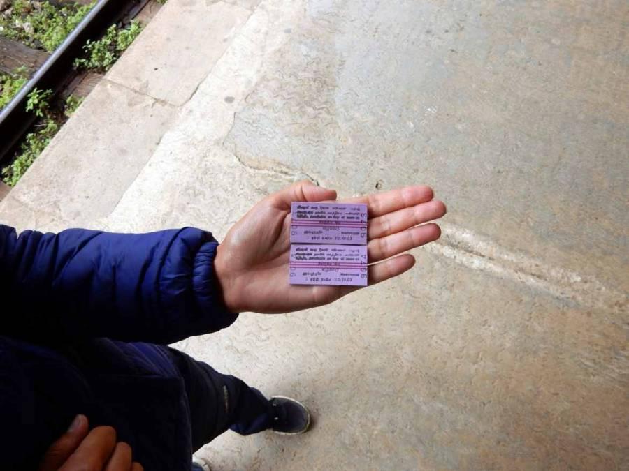 Sri Lanka | Kleine lila Zugtickets der Sri Lanka Railways gültig für die zweite Wagenklasse.