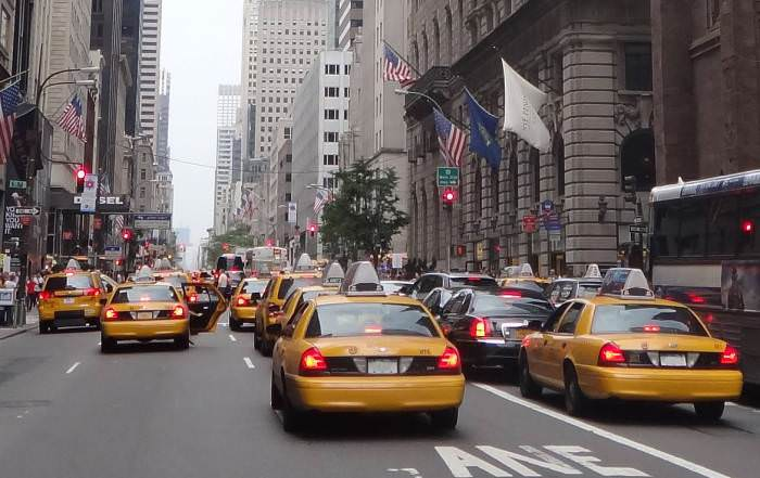 Gelbe Taxis in Downtown Manhattan New York