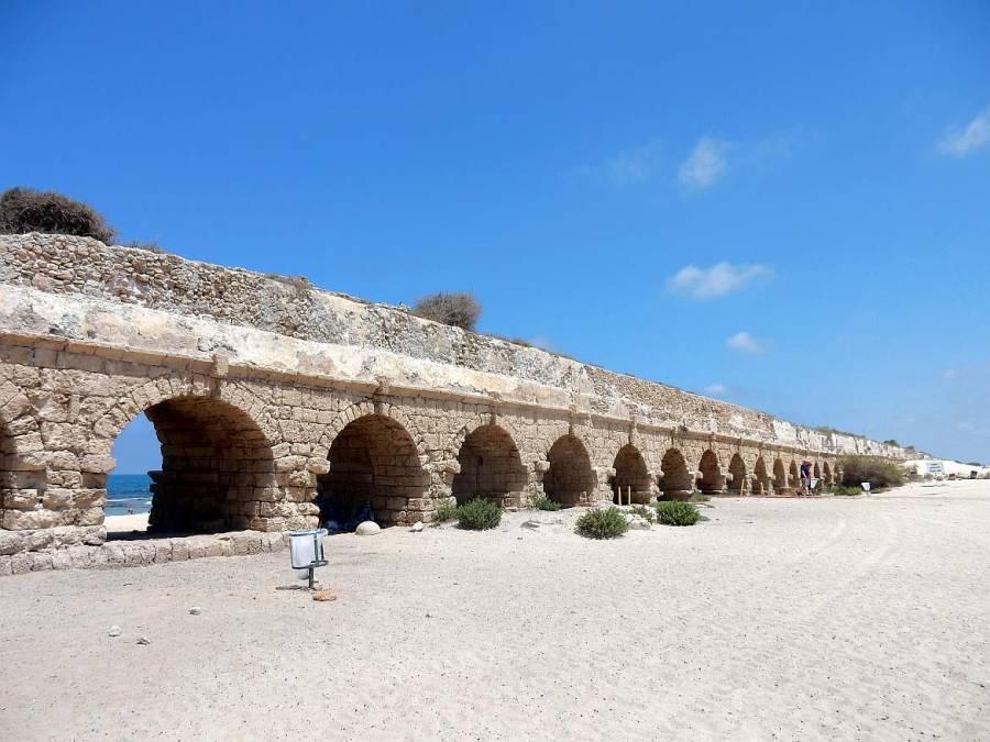 Israel | Aquädukt in Caesarea, direkt am Strand und Meer gelegenes 6 km langes Aquädukt