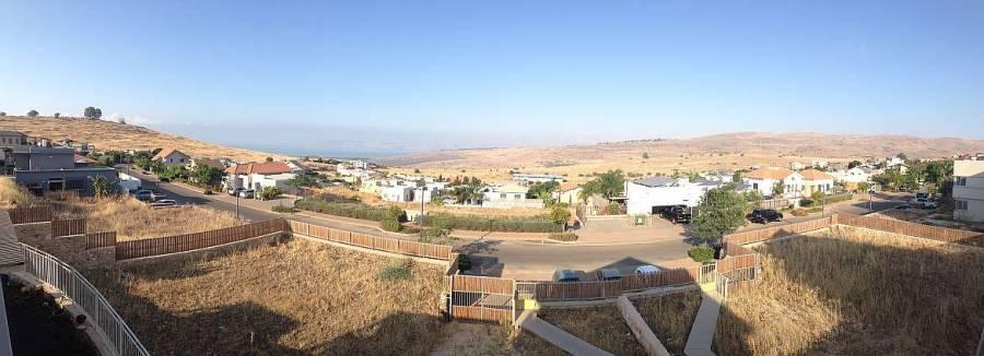 Israel | Blick vom Freedom Guesthouse auf See Genezareth und Golanhöhen
