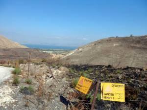 Israel | Gelb-schwarzes Schild warnt vor Minen