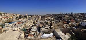 Jerusalem | interessante Orte: Die Dächer der Altstadt mit dem Felsendom im Hintergrund