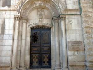 Jerusalem | Von Säulen gesäumter Eingang zum Geburtshaus der Jungfrau Maria