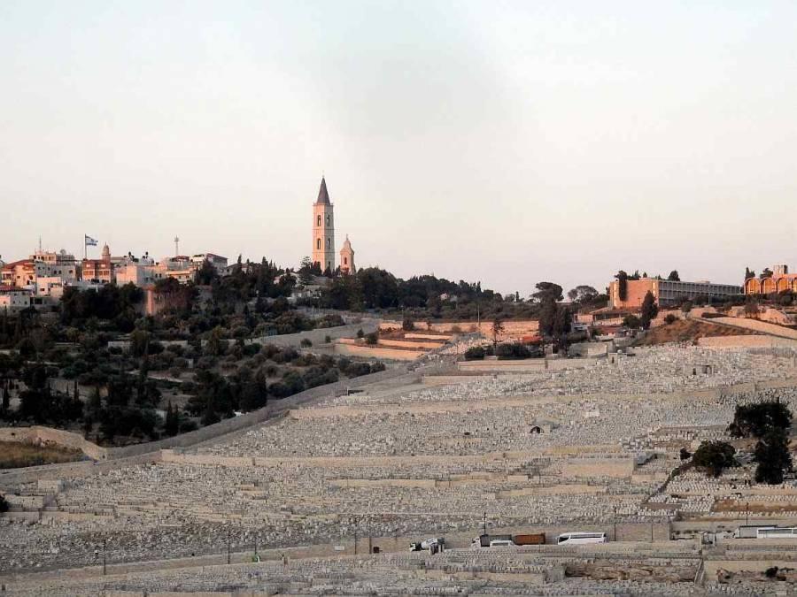 Jerusalem | Blick über die Grabsteine des Kidrontal auf den Ölberg bei Sonnenuntergang