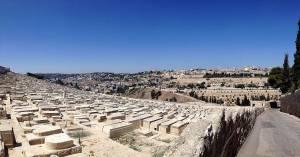 Jerusalem | Sandsteinfarbene Grabesplatten des jüdischen Friedhofs im Kidrontal