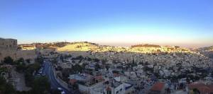 Jerusalem | Blick über die Stadt zum Sonnenuntergang über dem Ölberg von der Stadtmauer aus