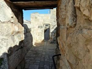 Jerusalem | interessante Orte: Auf dem Weg über die Stadtmauern trifft man wenig andere Touristen, daher der fast einsame Weg über die Mauern