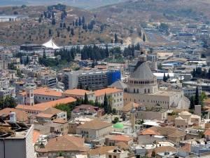 Israel | Die Altstadt von Nazareth rund um die Verkündigungsbasilika, im Hintergrund Berge