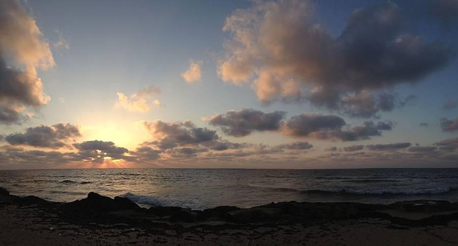 Tel Aviv | Wunderschöner Sonnenuntergang über dem Meer am Stadtstrand