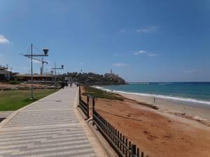 Tel Aviv | interessante Orte: Gepflasterte wunderschöne moderne Promenade zum Spaziergang entlang des Meeres nach Jaffa