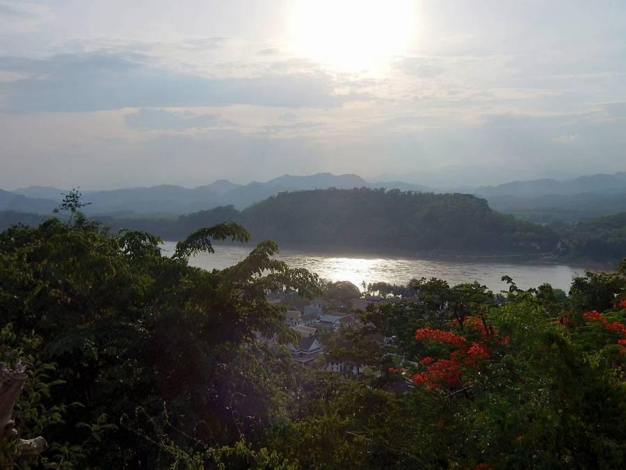 Laos | Panorama vom Mount Phousi bei Sonnenuntergang mit Blick auf den Mekong