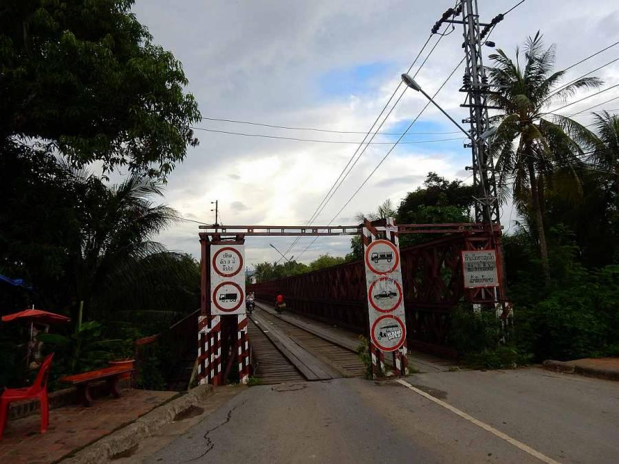 Laos | Brücke über den Nam Khan Fluss in Luang Prabang