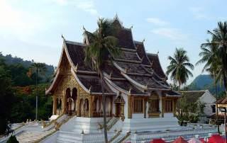 Laos | Königspalast in Lunang Prabang fotografiert vom Aufstiegspunkt zum Mount Phousi