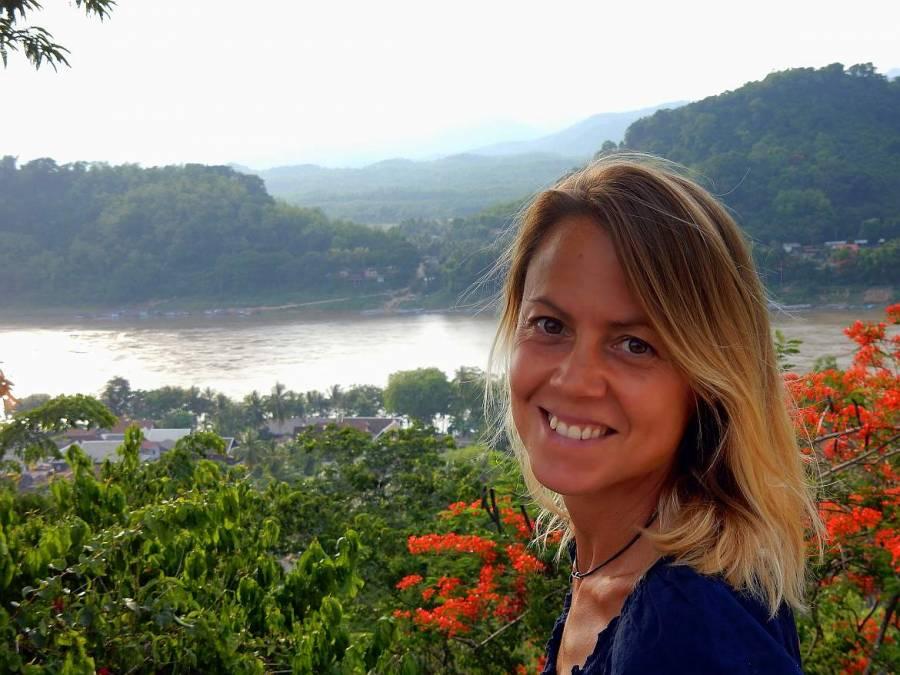 Laos | Karin auf dem Mount Phousi in Luang Prabang mit Blick auf den Mekong