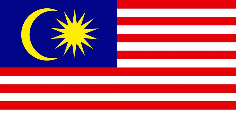 Malaysia Reise- und Länderinformation. Malaysia Flagge. Rot und weiß gestreift mit einer blauen Ecke oben links auf der ein gelber Halbmond und eine Sonne sind