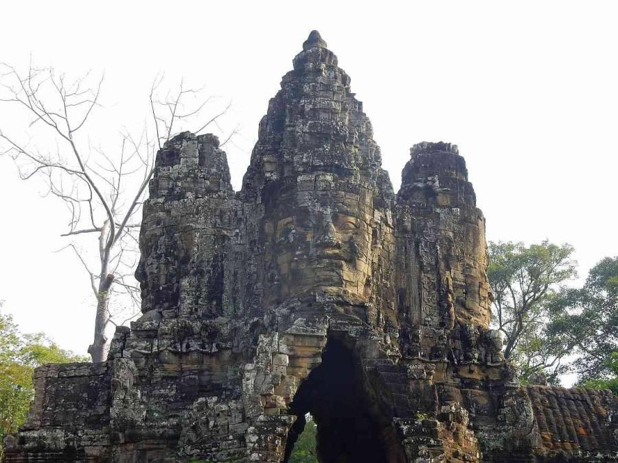 Kambodscha |Tempelanlage Bayon im Angkor Park. Nahaufnahme der Gesichter
