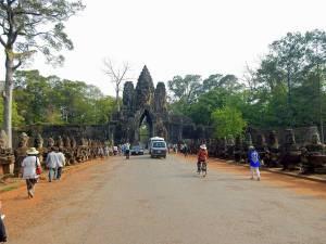 Kambodscha Angkor Wat | Eingang zur Tempelanlage Bayon im Angkor Archälogischen Park