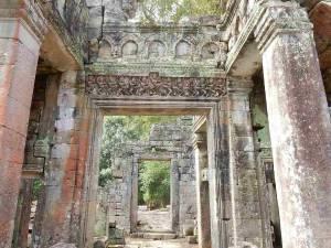 Kambodscha | Tempelgang durch Ta Prohm, Steinmauern mit Verzierungen