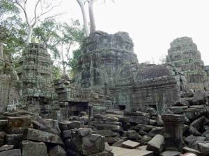 Kambodscha | Tempelruinen im Angkor Archälogischen Park, zerfallene Steinmauern
